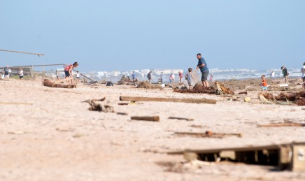 Crowds of people collect debris scattered across Vilano Beach on Sunday, October 10, 2016, three days after Matthew. (Christina Kelso/ The St. Augustine Record)